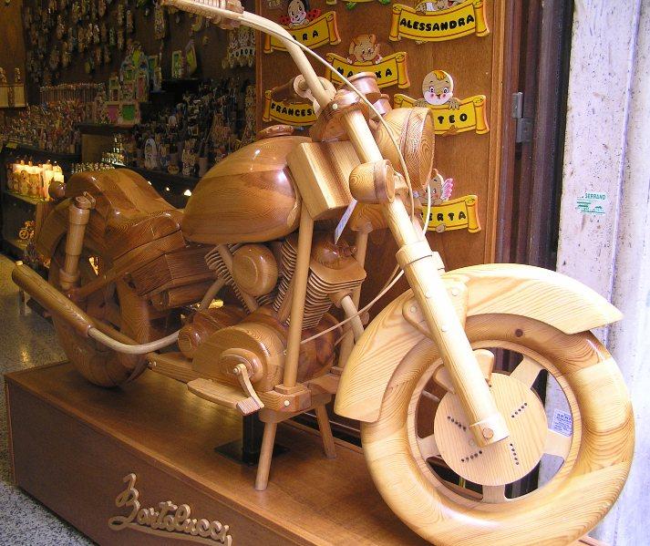 modellino moto in legno